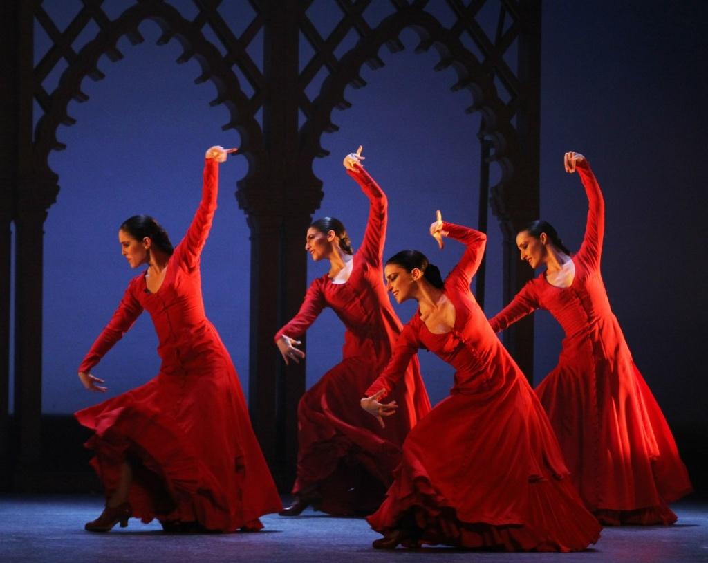 В Испании фламенко танцуют везде: в залах, на улицах, площадях. В Барселоне для любителей фламенко есть специальный концертный зал