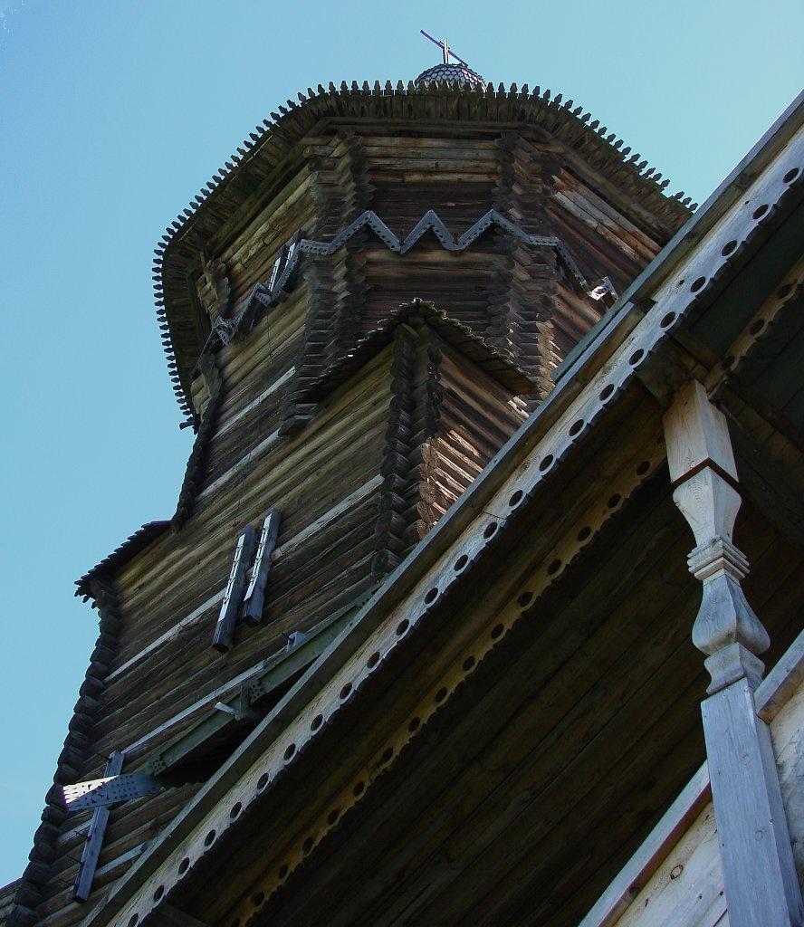 """Северное """"Красное, висячее крыльцо"""" церкви Успения в Кондопоге"""