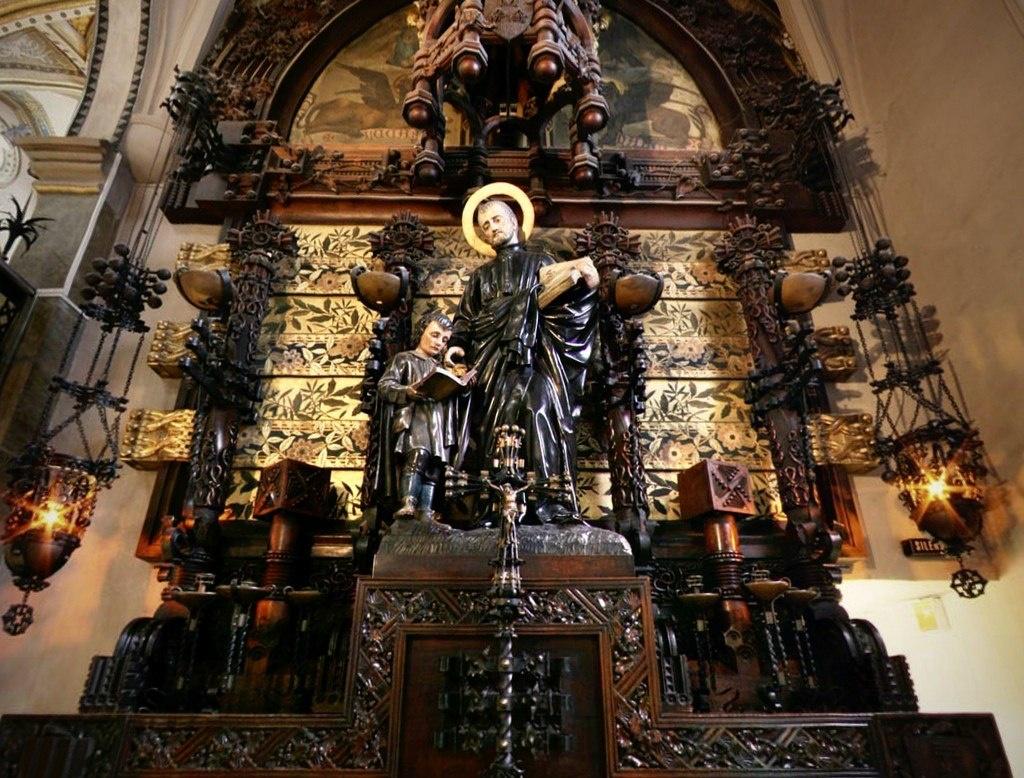 Алтарь, посвященный святому Иосифу де Каласансу...