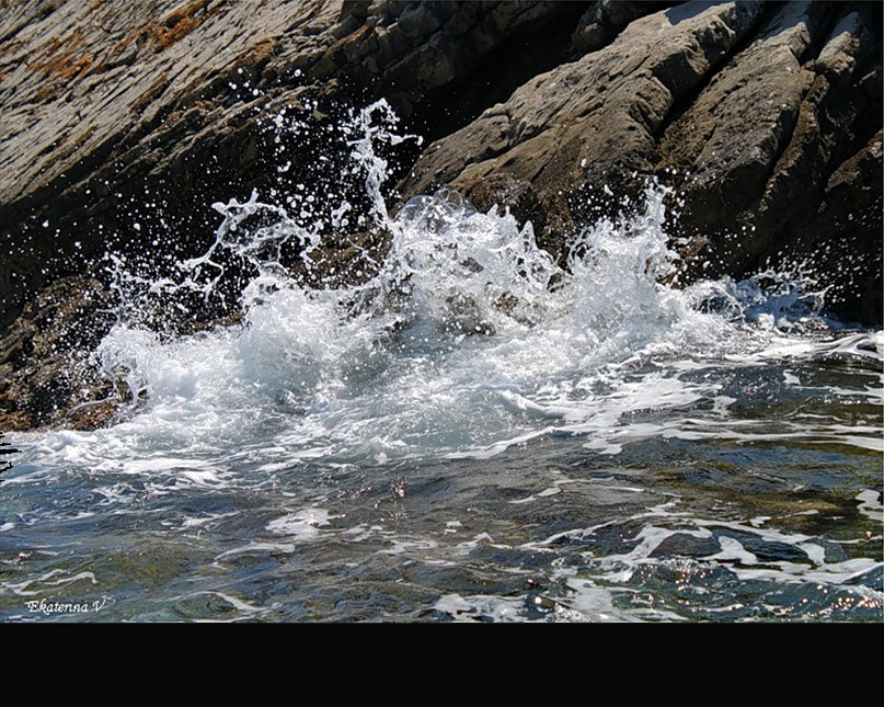 Ветер, бьющий волны о камни, чтобы все преграды сокрушить...