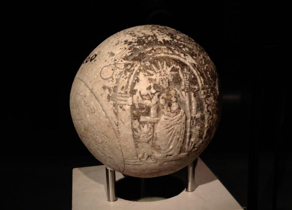 Магическая сфера, II - III век н.э. На сфере изображен Бог Гелиос, лев, дракон и магические символы. Найдена недалеко от театра Диониса, предположительно, применялась в магических ритуалах, чтобы добиться победы в театральных конкурсах. Но...