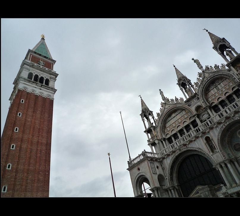 Венеция в предрассветное хмурое утро...