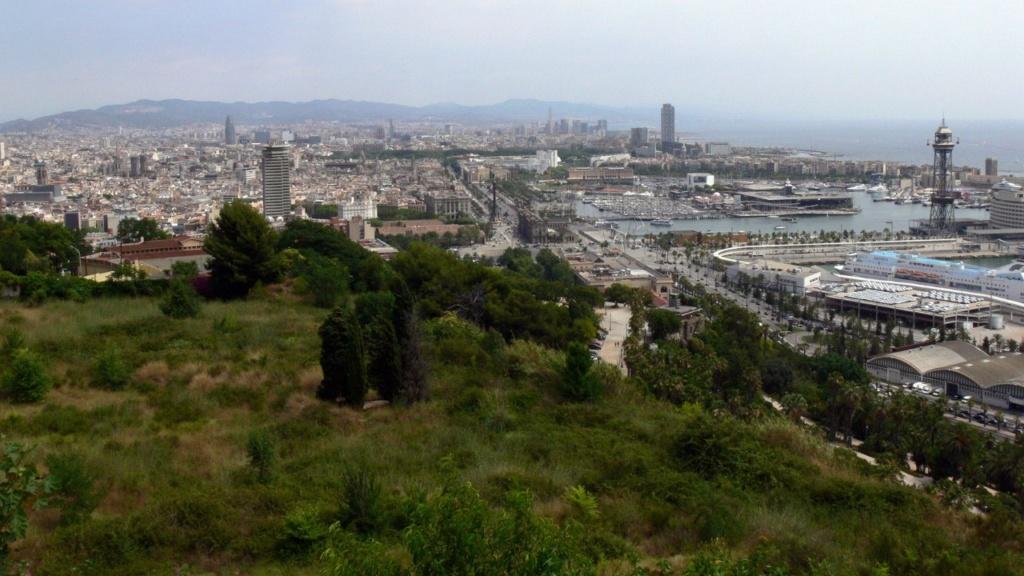 Современный вид на Барселонету (порт Барселоны) с горы Монтжуик. Песня, посвященная Санта-Марии-дель-Мар...
