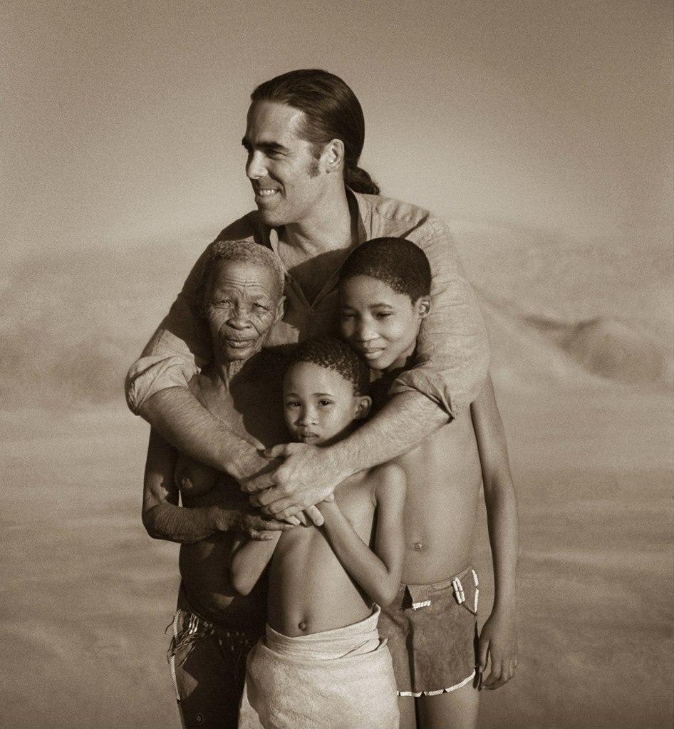 Грегори Кольбер и его артисты... Он - абсолютно современный человек, в котором живо воспоминание о Рождении Человечества. Он - прекраснейший из людей. Посмотрите его фильм, посмотрите...
