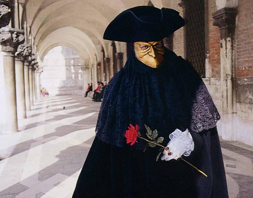 """Очень многие наряды на Венецинском карнавале вдохновлены образами Смерти. Главный образ - """"Доктор Смерть""""..."""