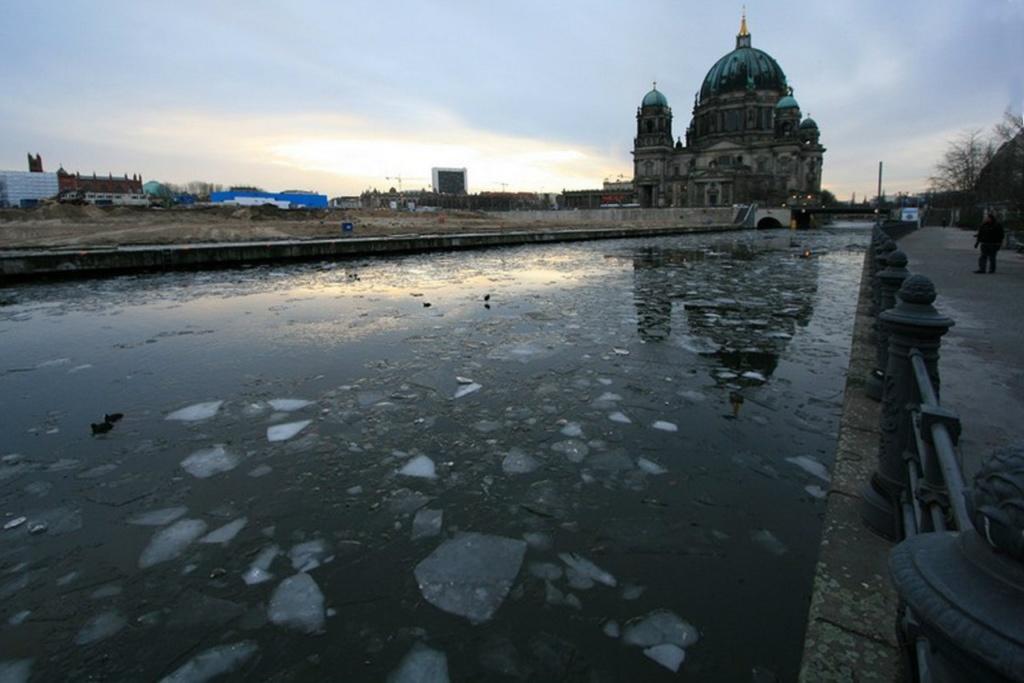 Берлинский кафедральный собор (нем. Berliner Dom) —  самая большая протестантская церковь Германии. 1883 - 1905. Расположен на Музейном острове Берлина.