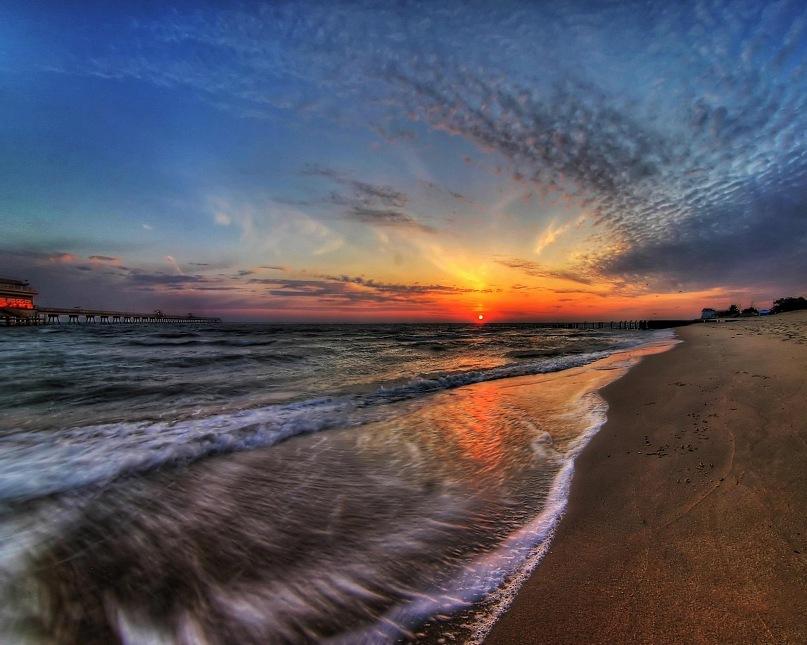 Появление на Небе Гелиоса (Солнца), которому его сестра Эос (Утренняя заря) открыла Врата...