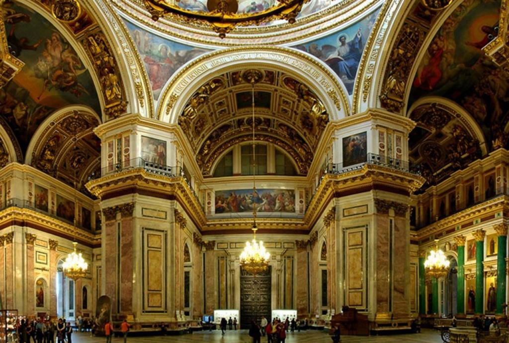 Интерьер Исаакиевского собора, построенного в 1818—1858 годы по проекту архитектора Огюста Монферрана.