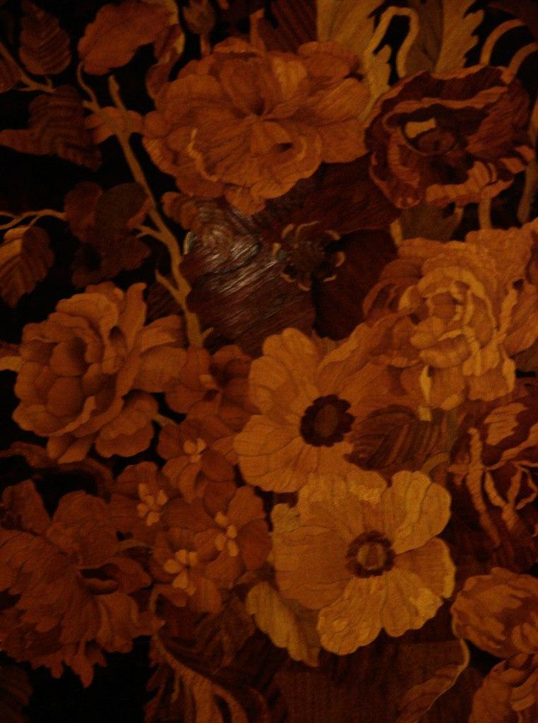 Особняк Половцова на Большой Морской улице, дом 52. БРОНЗОВЫЙ ЗАЛ. Арх. М. Е. Месмахер. 1888-92 годы. Декор портала на входной (выходной) торцевой стене с инкрустированными цветами дверными филенками.