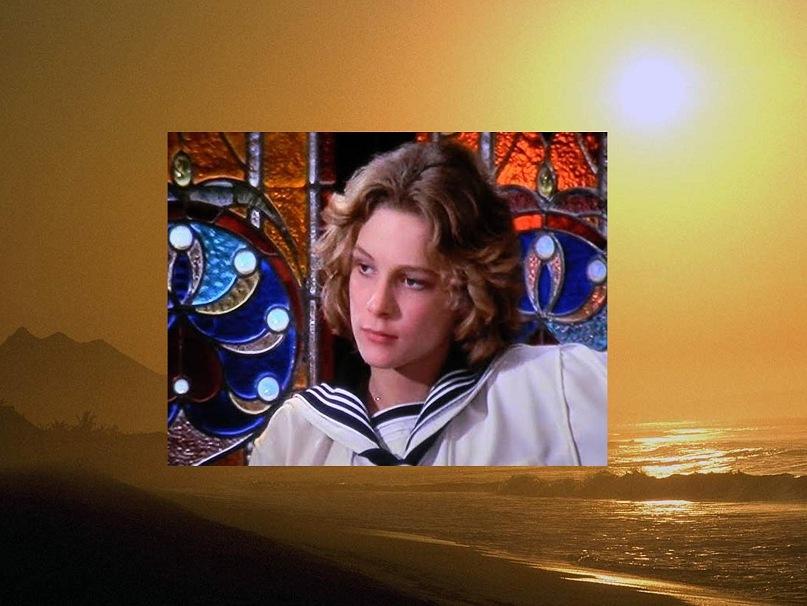 """Висконтиев """"портрет"""" Тадзио в интерьере в стиле Модерн, подтверждающем, что и он (мальчик) - та драгоценность, которой нет цены по своей высокой художественности..."""