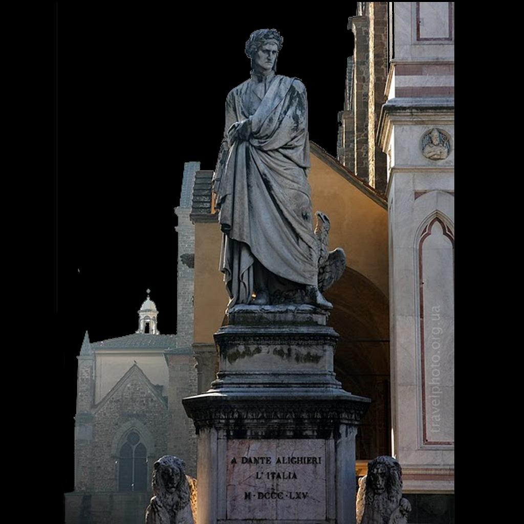 """Перед собором Санта-Кроче установлен, """"от Италии"""", памятник Данте Алигьере - изгнанному из города флорентийцу."""