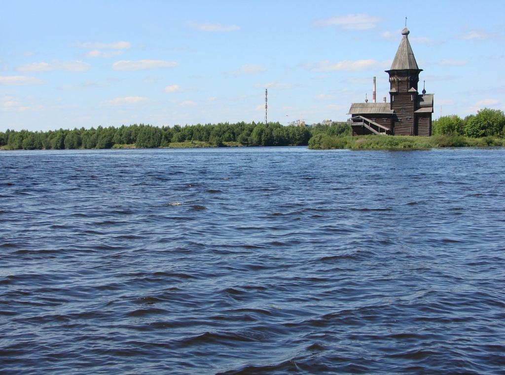 Шедевр Деревянного зодчества - церковь Успения на берегу озера Онего