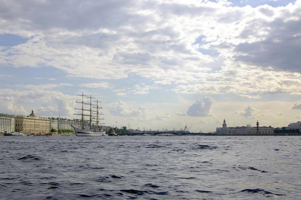 Санкт-Петербург. Царственный разлив Большой Невы