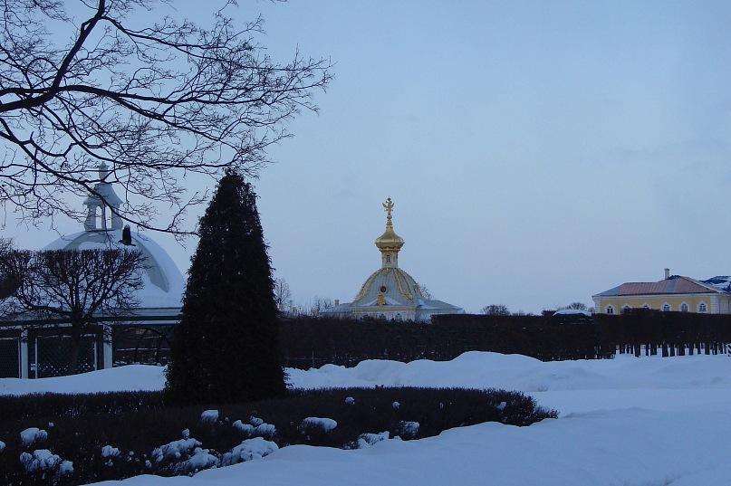 """Верхний сад Большого Петергофского дворца.  На дальнем плане - """"Павильон под орлом""""..."""