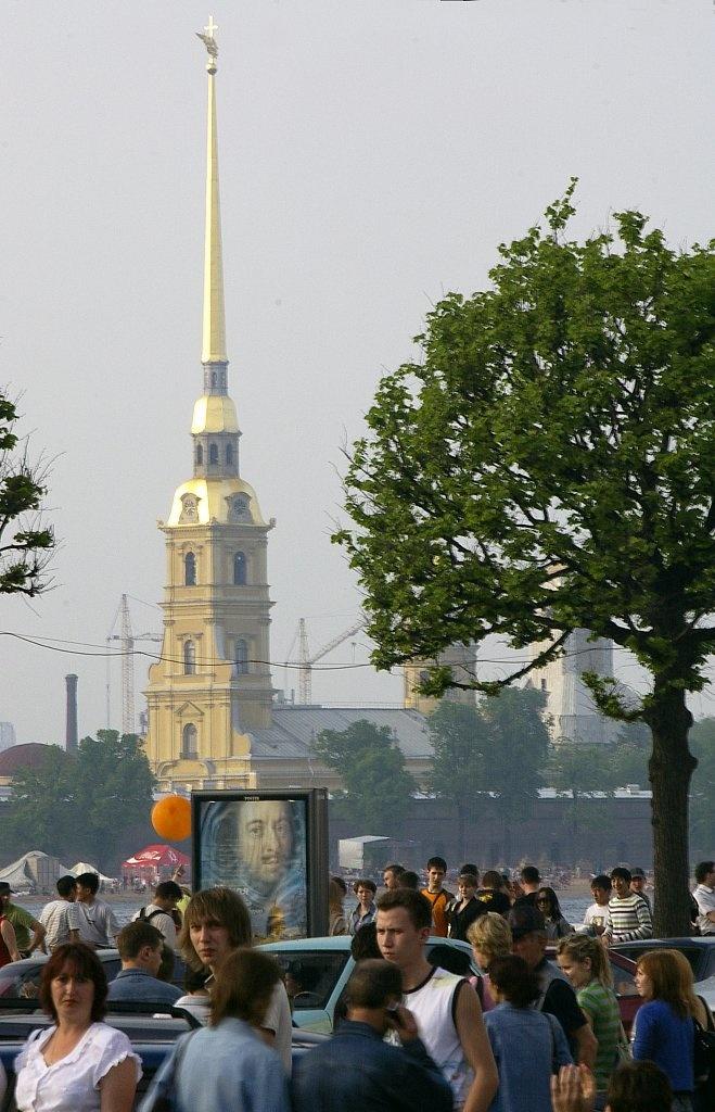 Дворцовая набережная в День Города