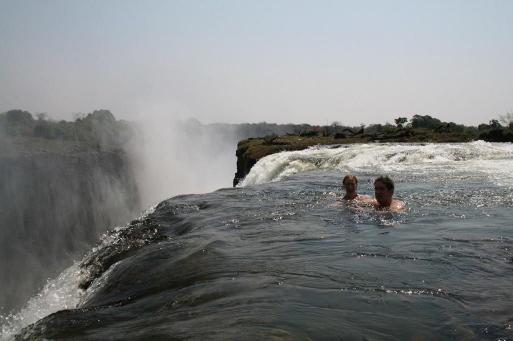 """Водопад Виктория в Зимбабве. """"Купель Дьявола""""."""