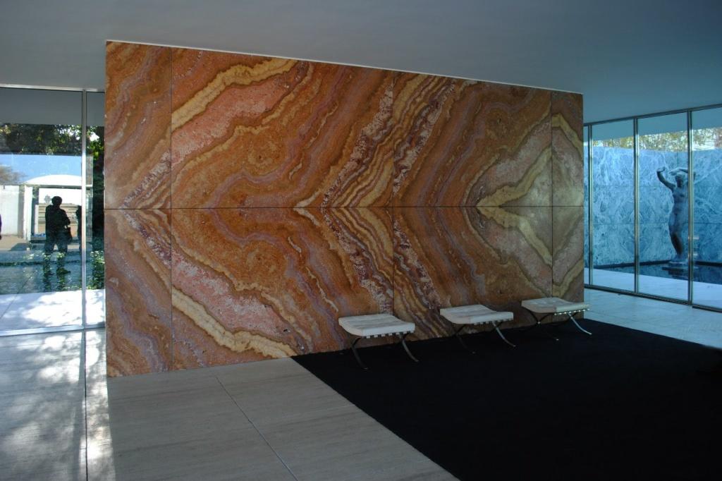 Стена из золотого оникса из Атласских гор во всей своей красе.