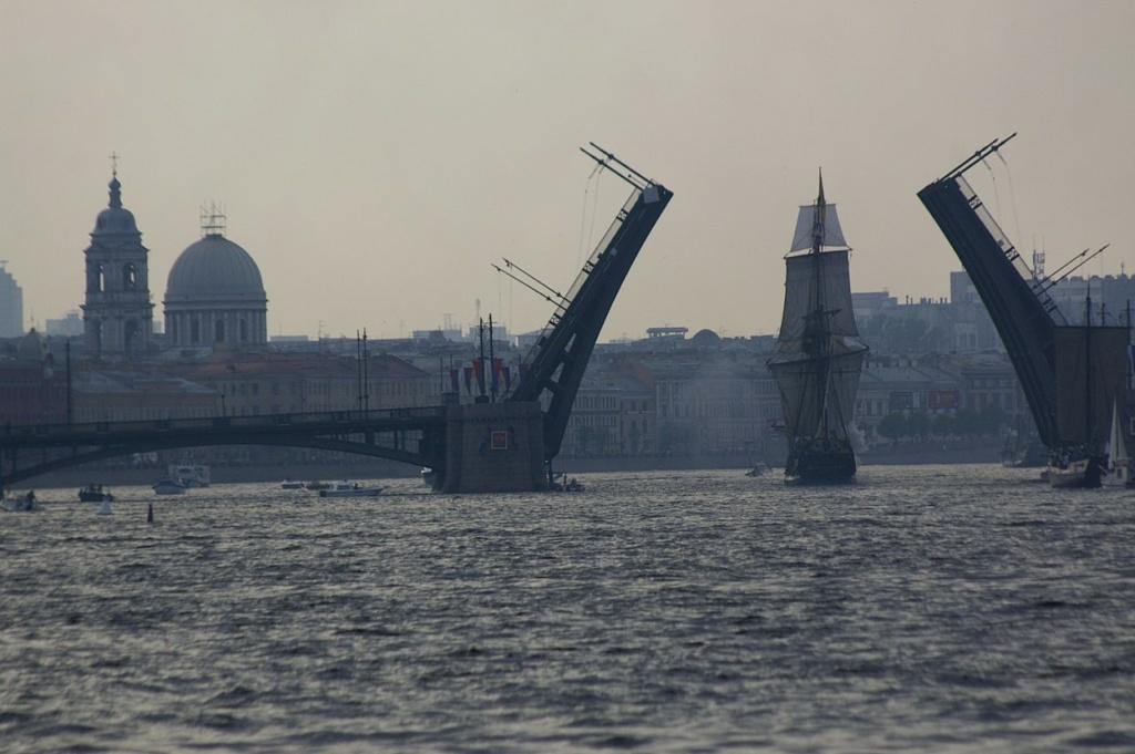 Разведение Биржевого моста