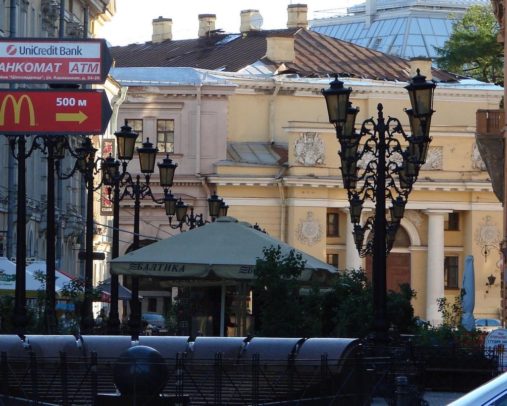Пешеходная Итальянская улица без пешеходов