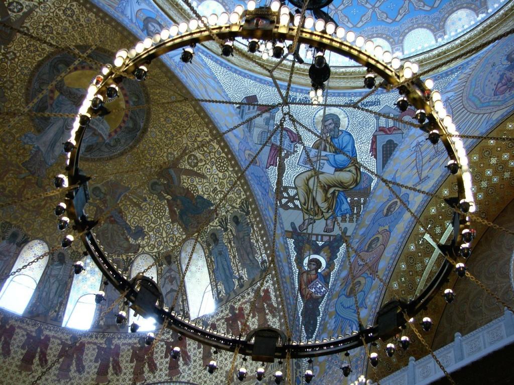Морско́й собо́р святи́теля Никола́я Чудотво́рца — православный храм Кронштадта. 1903 - 1913. Один из парусов между двумя конхами, что поддерживают купол, образуя мощную распорную конструкцию.