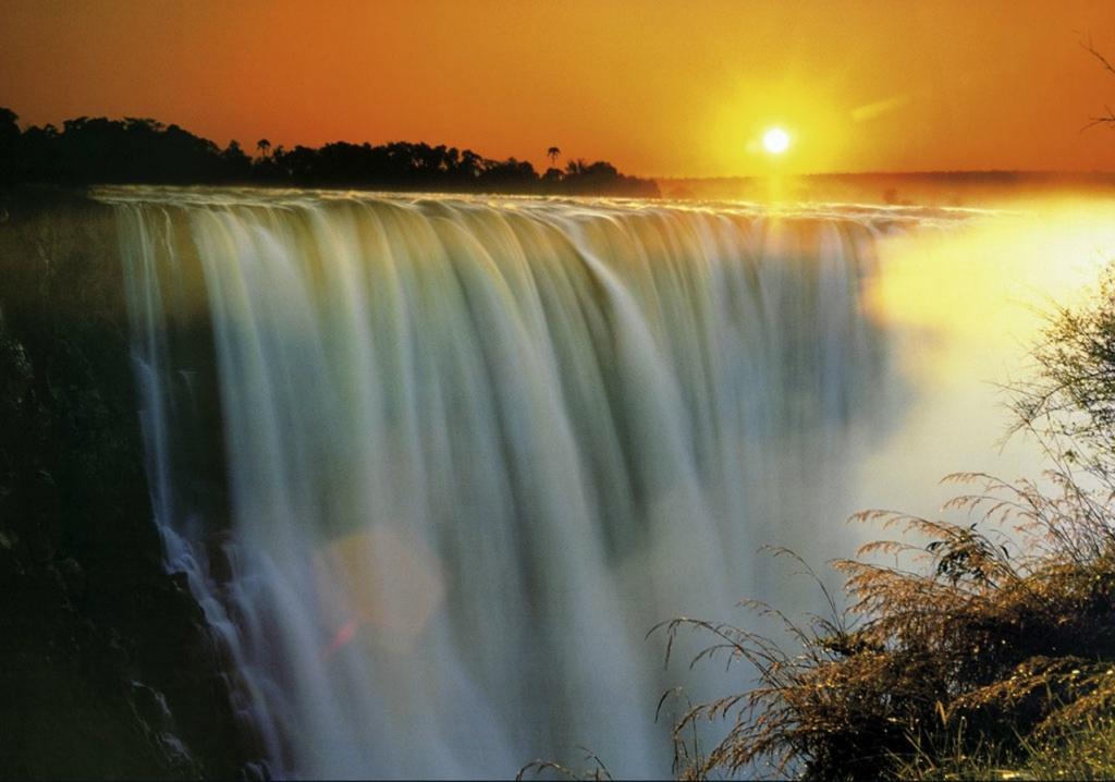 Водопад Виктория в Зимбабве.