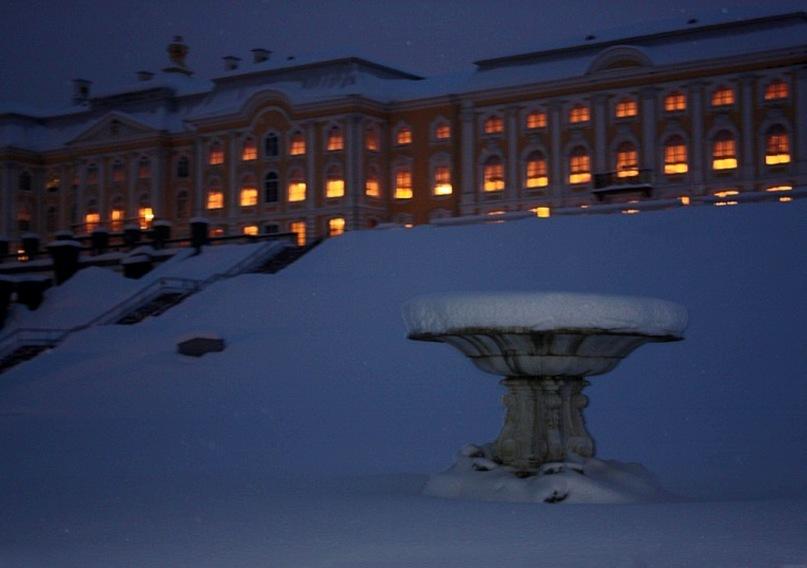 Фото дворца на террасе Жени Ярославцевой,  для которой Петергоф - не все, но, думаю я, самое главное в жизни...