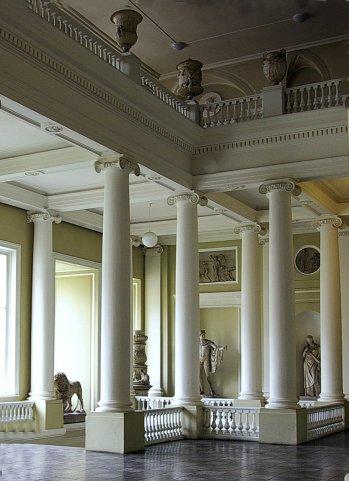 Академия художеств. Парадная лестница в уровне бельетажа.