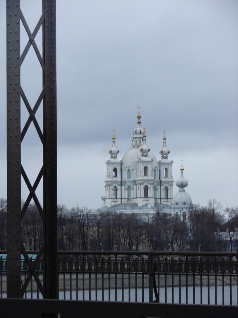 Мост и Смольный собор графа Франческо Бартоломео Растрелли чужды друг другу? Они из разных миров?
