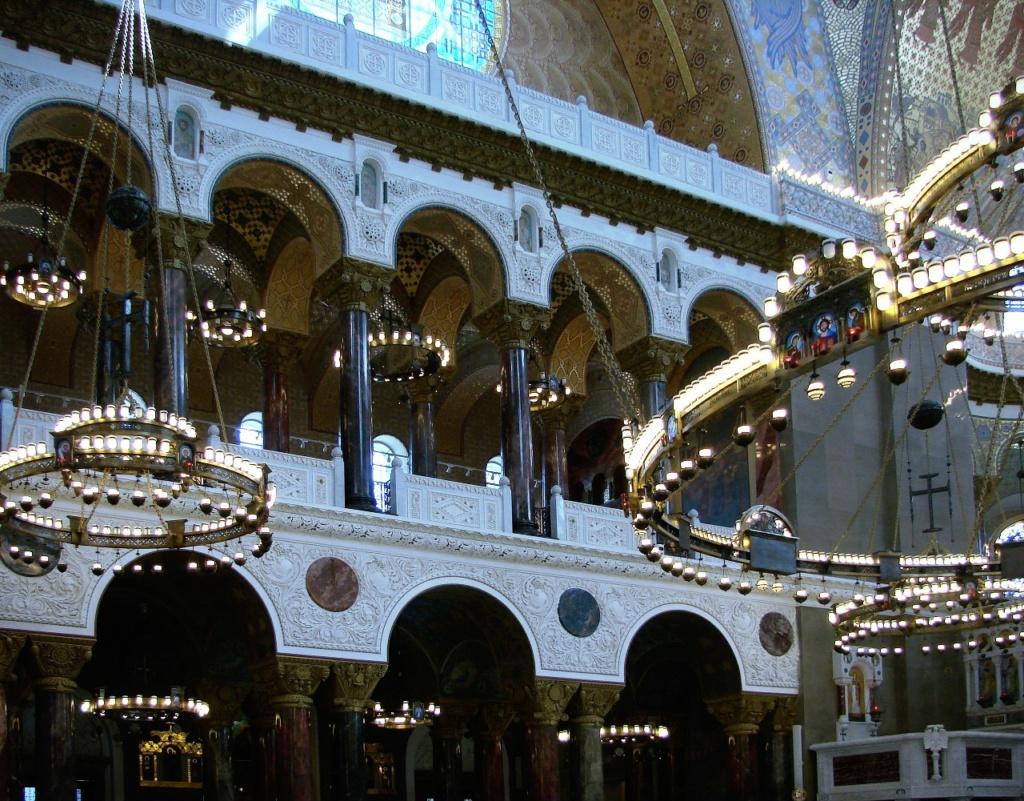 Морско́й собо́р святи́теля Никола́я Чудотво́рца — православный храм Кронштадта. 1903 - 1913. Двухъярусная боковая галерея, решенная в виде колонно-арочной системы, что превращает архитектуру в скульптуру.