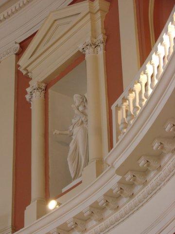 Академия художеств. Центральный Круглый зал, где происходят заседания, защиты диссертаций и дипломных проектов. Фрагмент аттикового этажа.