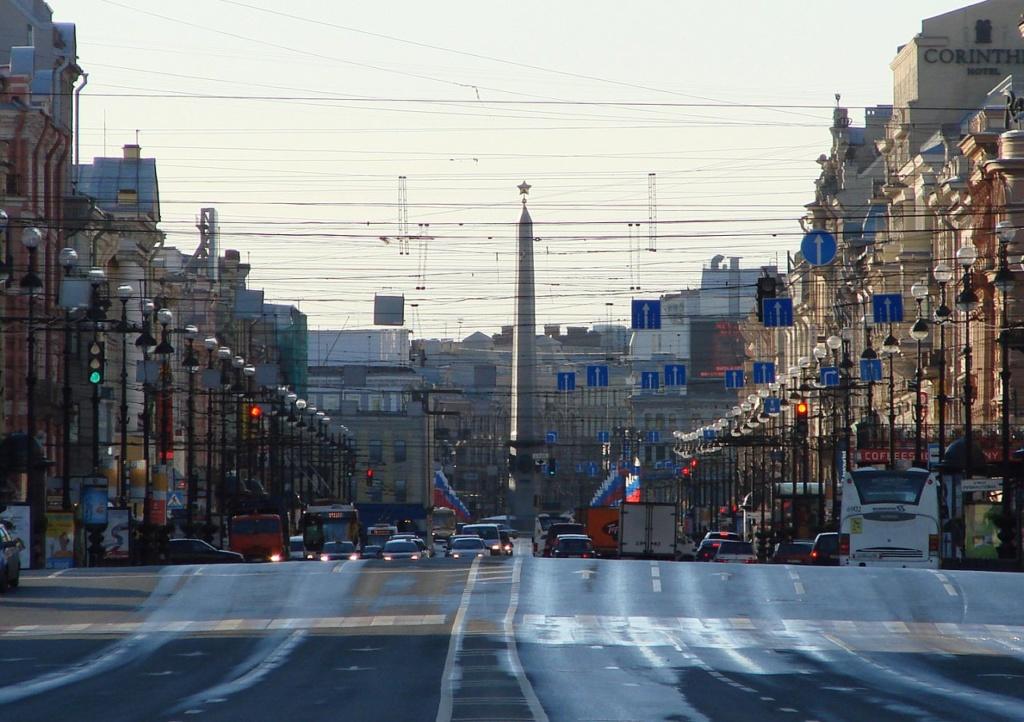 Первая граница исторической части Петербурга. Аничков мост через реку Фонтанку.