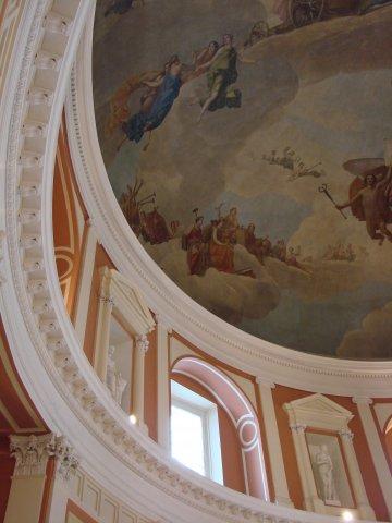 Академия художеств. Центральный Круглый зал. Фрагмент аттикового этажа и купола с плафоном.