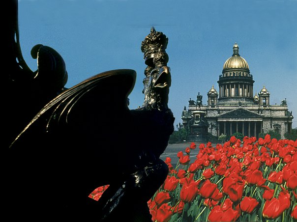 Исаакиевский собор и орел на памятнике Николаю I, что установлен по смерти императора на Исаакиевской площади