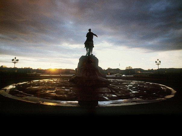 """""""Медный всадник"""" - памятник Петру Первому, поставленный Екатериной II на Сенатской площади, что ныне зовется площадью Декабристов"""