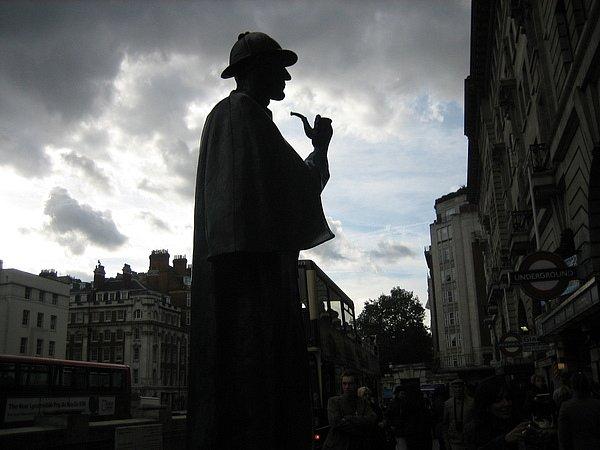 Памятник Шерлоку Холмсу. Вид на сумеречный Лондон, когда все преступные страсти оживают (нет, оживали)