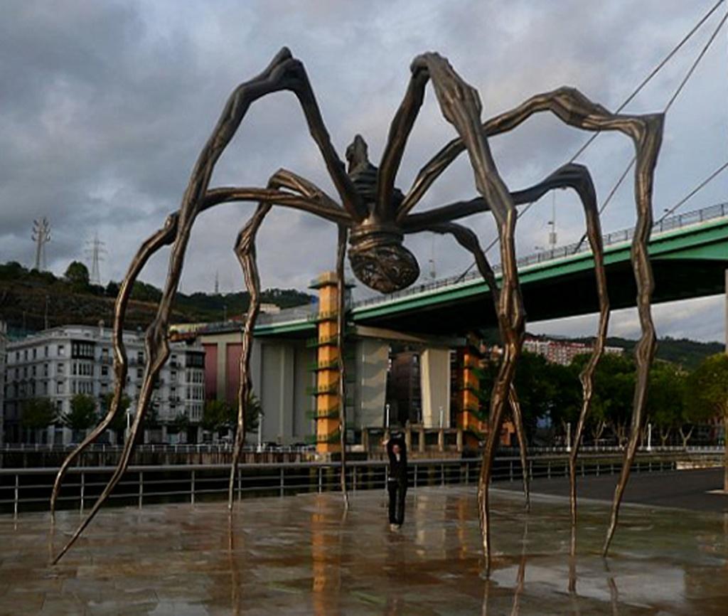 Гигантский паук в Бильбао, Испании, названный Мама (Maman). Ск. Луиза Буржуа (Louise Bourgeois)