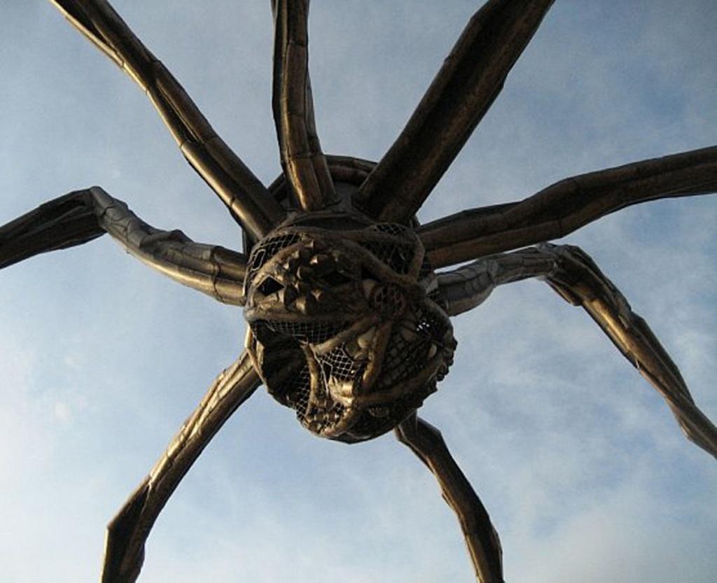 Гигантский паук в Бильбао, Испании. Личико Мамы (Maman)